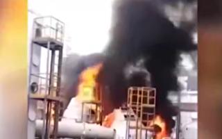 深圳富士康廠房樓頂起火 濃煙伴隨爆燃聲