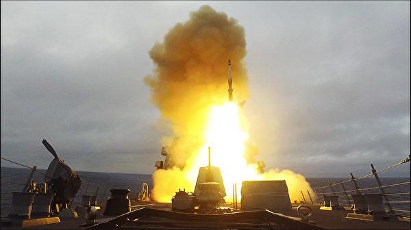 5 月 26 日和 5 月 30 日,伯克级驱逐舰伊格内修斯号 (DDG 117)在北大西洋的演习中,发射了标准3型 (SM-3)导弹,成功拦截了弹道导弹目标。(美国海军)