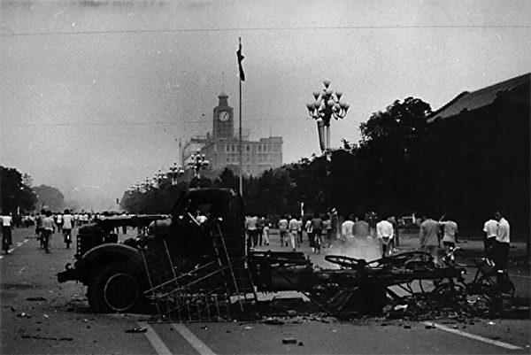1989年6月4日早6:05,新华门东50米