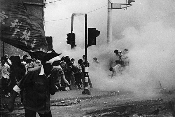 1989年6月4日早6:15,三辆坦克到这里后投下大量催泪弹