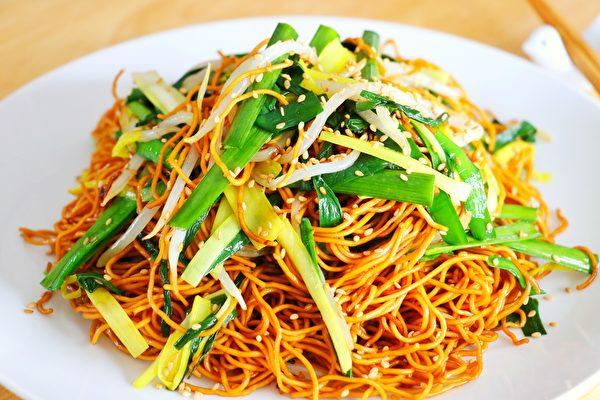 【美食天堂】豉油皇炒面做法~简单易学太美味了!