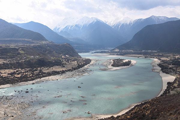 韦拓:西藏超级水坝投产 各国质疑