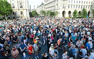 反对建复旦分校 数千匈牙利人上街抗议