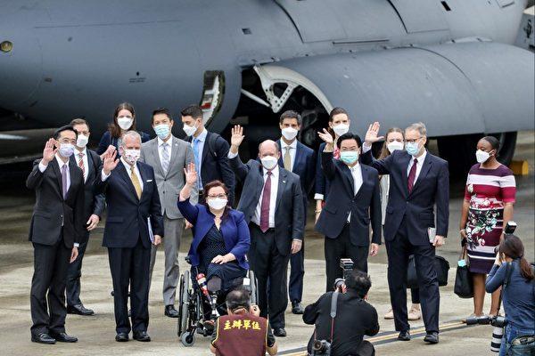 美三参议员抵台 宣布赠台湾75万剂疫苗