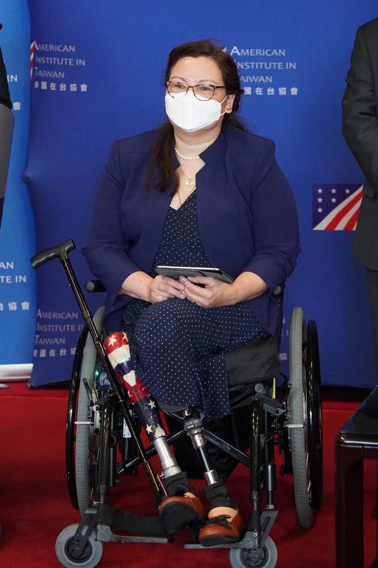 美参议员访台致词:不会抛下台湾孤军奋战