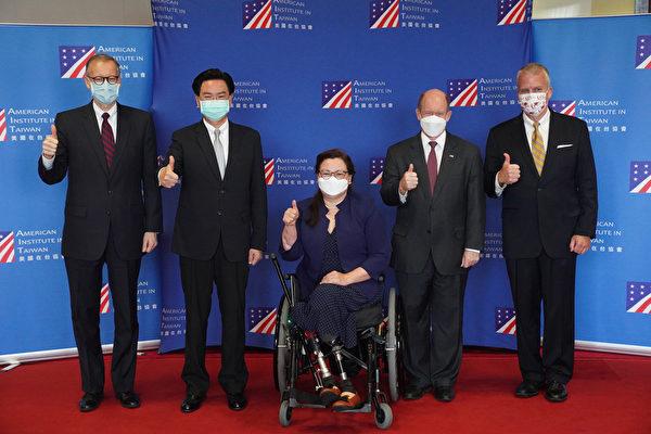 美参议员访台致词 不会抛下台湾孤军奋战