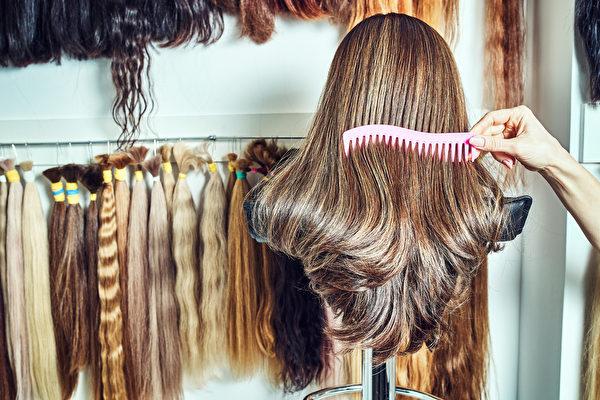 讓化療兒童「少掉眼淚」德國中學生兩次捐長髮