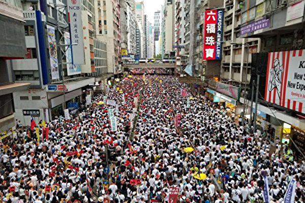 五香港青年驾船到台湾 美政府介入后抵美