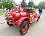组图:美消防部门翻新具百年历史的消防车