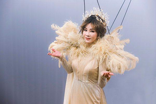 陳美鳳為新戲拚了 吊鋼絲重現秀場風華
