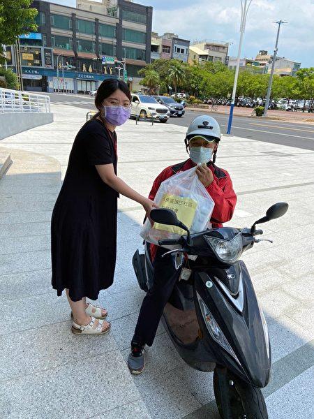 嘉义市政府协助辖内社福机构采购防疫物资。