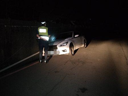 车辆卡沟无法动弹。