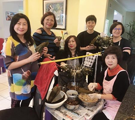 圖為楊安澤媽媽義工團「包粽、包中」活動照。