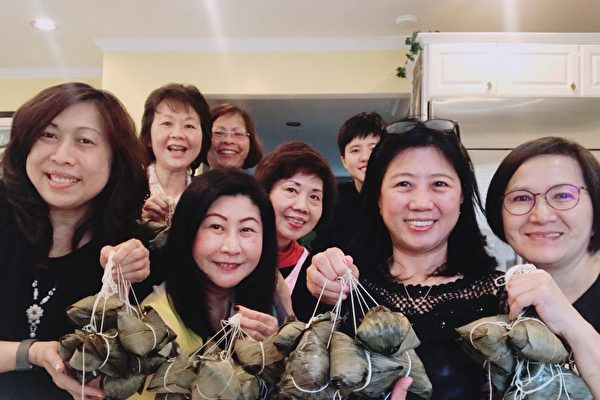 楊安澤媽媽團「包粽」祝楊安澤市長選舉「包中」