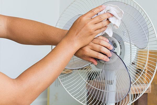 最容易積灰塵的電扇、紗窗如何清潔?(Shutterstock)