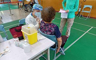 第一輪高齡長者疫苗施打  平鎮警安全戒護