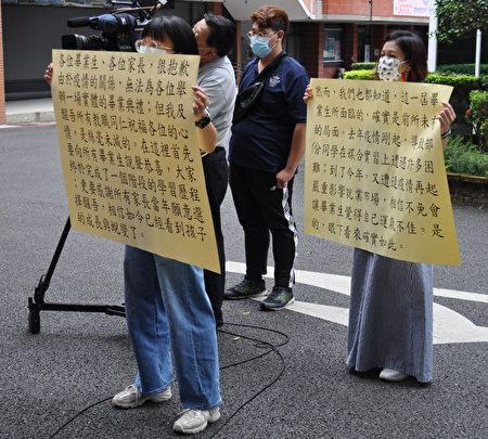 醒吾科大慎重举办线上毕业典礼,校长陈义文对着大字报逐字逐句说出最诚挚祝福。