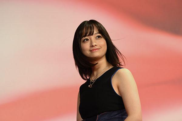 日本女星快抽面纸1分钟157张 刷新世界纪录