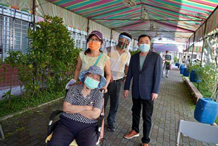 邱奕胜议长关切长辈施打乱象,吁普设接种站,疫情紧张各方争取打疫苗。