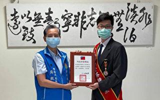 竹县警双神探荣膺全国模范警察