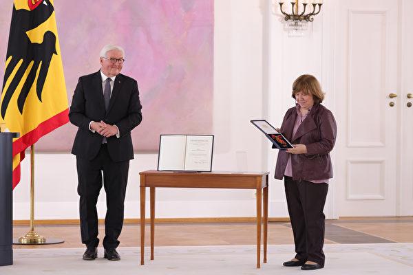組圖:白俄羅斯記者獲頒德國聯邦十字勛章