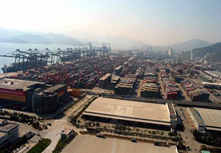 图为中国广东省的深圳港。