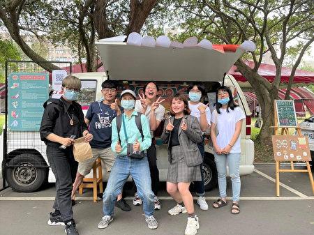 """""""坜ㄟ商行""""搭配行动餐车宣传将中坜老店家与故事推广给大家。"""