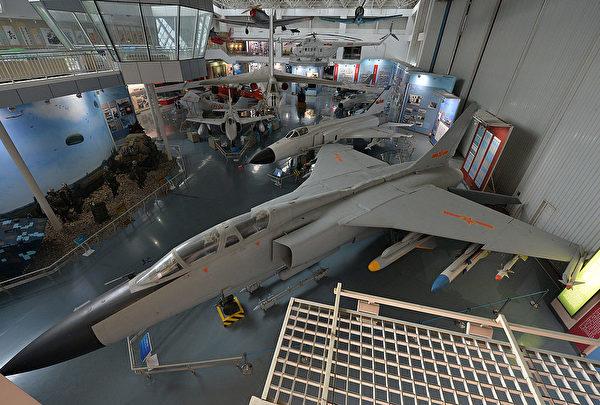 2013年12月4日,陳列在北京軍事博物館的殲-7戰鬥機。(Mark Ralston/AFP via Getty Images)