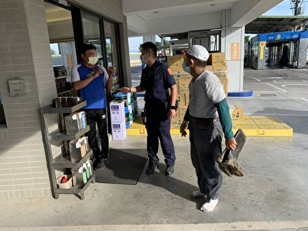 加油站员工开错发票增10倍,大园警协助追回。