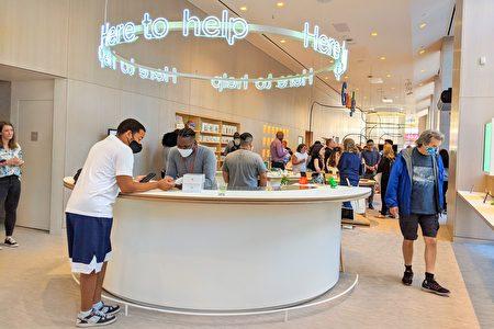 Google Store实体零售店提供技术咨询和产品维修服务的柜台。