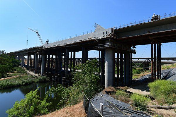 繼續不斷吸錢的加州高鐵項目