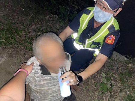 88岁老翁不想打疫苗竟离家出走,通霄警即时救护助安全返家。