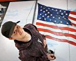 美國少年為學校繪製巨大國旗 以便同學宣誓