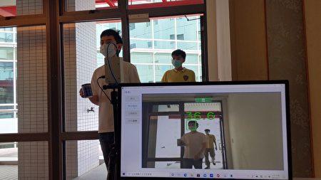相較於坊間常見的熱影像儀僅有單色成像,工研院新一代「熱影像體溫異常偵測技術」創新整合彩色攝影機與熱影像感測器,可即時儲存發燒人員彩色影像紀錄,以便後續疫調需求。