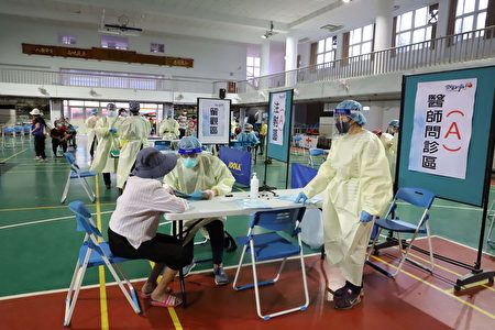 疫苗施打前医师询问长者身体状况