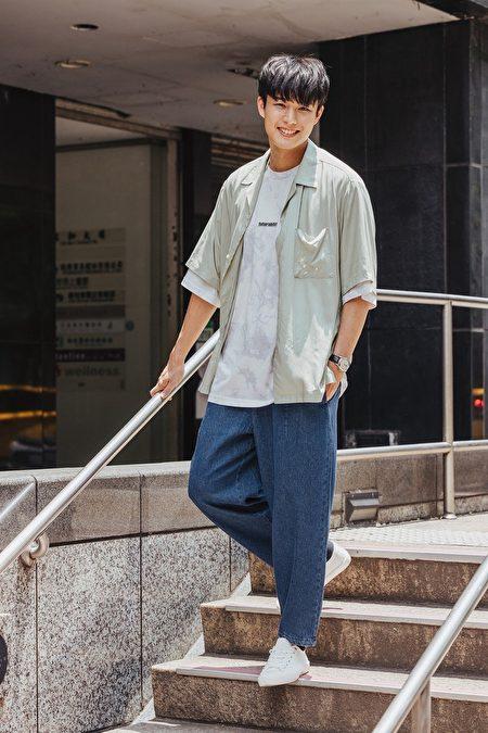 新生代演員安俊朋演繹「寬鬆時尚、自在生活」的氣球褲。