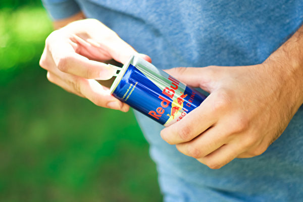 能量饮料本身并不会产生能量,或只提供少许能量,它的作用是预支身体库存能量来应急。(Shutterstock)