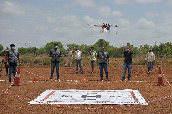 組圖:印度對首架醫療用無人機展開試驗