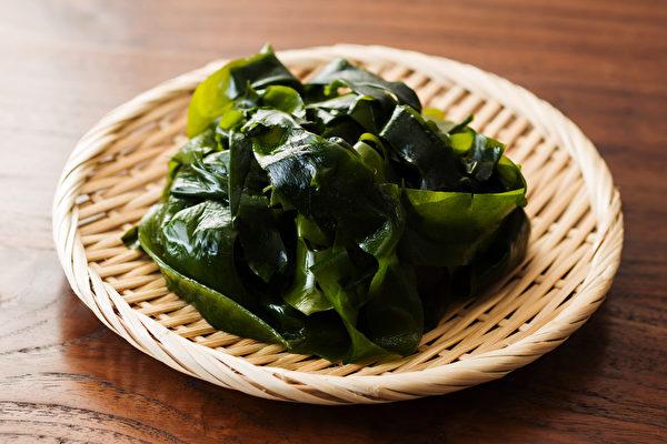 海帶芽又稱裙帶菜,它含有豐富的維生素和礦物質,熱量低,是減肥的理想食材。(Shutterstock)