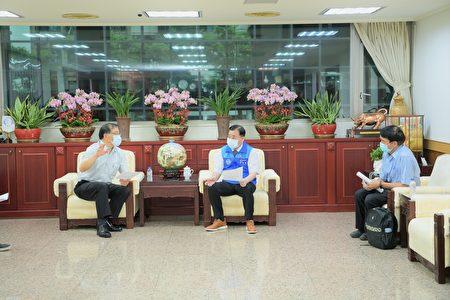 邱奕胜23日邀集黄治峯秘书长、交通局长、工务局到市议会,了解中丰交流道最新进度。