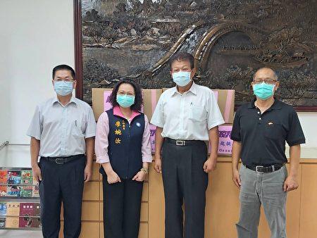 国民党屏东县党23日将中央党部募得的2000个防护面罩与300个防疫护目镜,捐赠给屏东县警察局、屏东市公所等,让第一线人员可以有更深一层的保障。