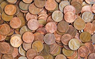 丈夫悄悄用三千硬币铺酒窖地板 妻子惊喜