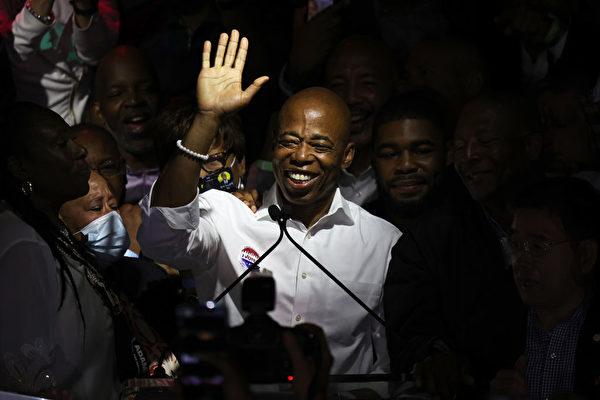 紐約市長初選 首輪計票無人得票率過半 亞當斯暫領先