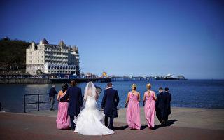 下月起英國將允許室外婚禮