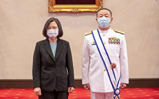 蔡英文總統頒授參謀總長黃曙光「二等寶鼎勳章」