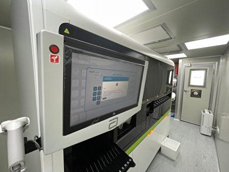 奇美醫院引進高通量核酸自動化檢驗設備,每日可增加約1000人次核酸檢驗量。
