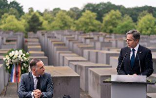 组图:布林肯与德国外长访柏林大屠杀纪念碑