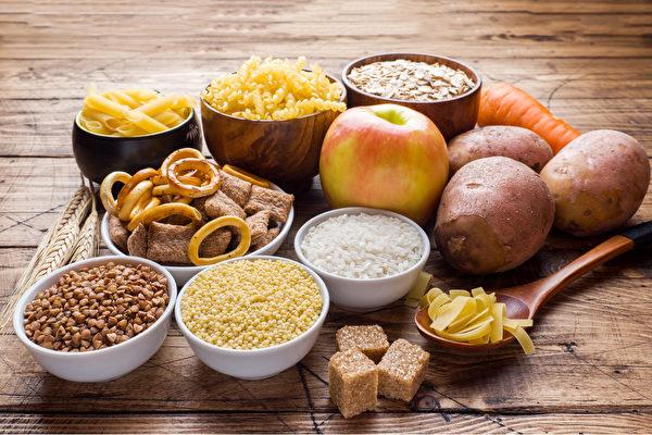 很多人的牙周病都是吃出来的,怎样通过饮食疗法改善?(Shutterstock)