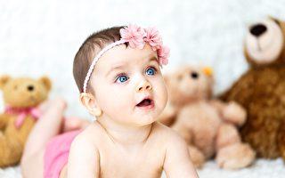首次開口說話竟向媽求救 女嬰救了自己一命