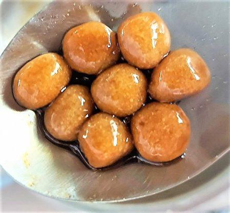 弘光科大食科系學生利用豆渣高膳食纖維的特性,開發低澱粉熱量的粉圓。